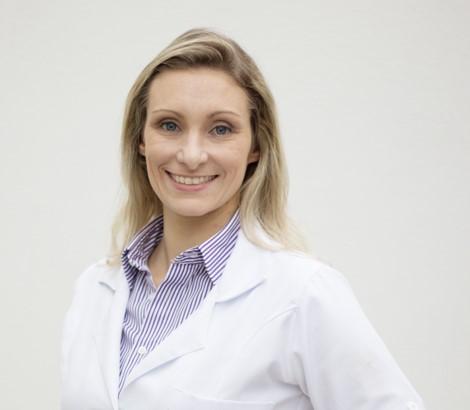 Fisioanimal - Dra. Maira e Equipe - Drª Maira Formenton - Médica Veterinária Fisiatra